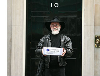 Terry Pratchett delivers Alzheimer's petition