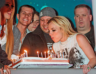 Britney celebrates 27th early at London club