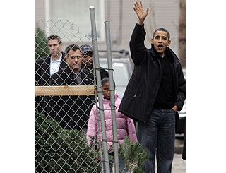Obama family goes Christmas tree shopping