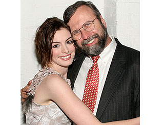 Anne Hathaway reveals dad as her Oscar date