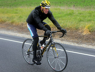 Lance Armstrong offers reward for stolen bike on Twitter