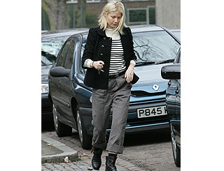 Gwyneth dresses down on London stroll