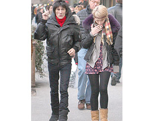 Ronnie Wood and girlfriend take in New York sights
