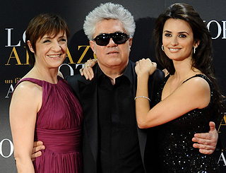 Penelope joins Pedro Almodovar at Madrid screening
