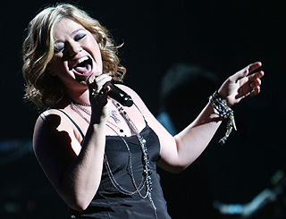Kelly Clarkson tops US album chart as U2 slide down