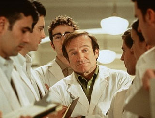 "Robin Williams ""entertains"" hours after successful op"