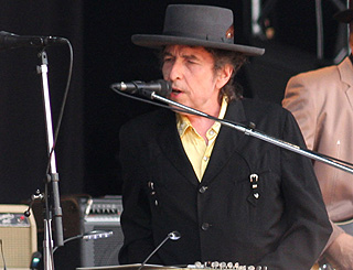 Bob Dylan tops charts 38 years after previous number one