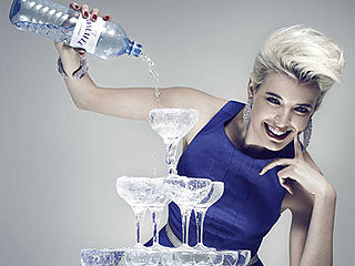 Agyness Deyn makes a splash with Austrian water ad