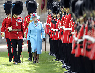 Queen presents new colours recognising service in Iraq