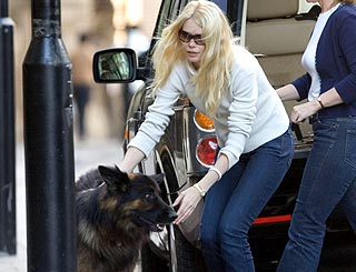 Claudia Schiffer sends bubbly apology to police after dog trouble
