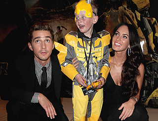 Young robot fan meets 'Transformers' stars  at UK premiere