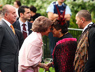 Spain's Queen Sofia charmed by Maori nose greeting