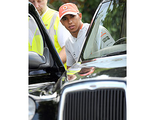 Lewis Hamilton slows down for London cabbie role