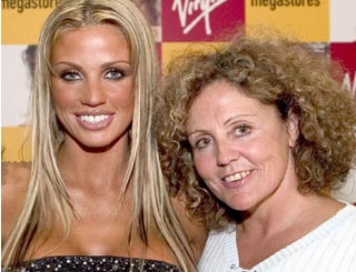 "Katie Price meets with mum amid ""biggest crisis"" of personal life"
