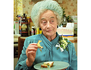 Royle Family star Liz Smith to quit acting at 87