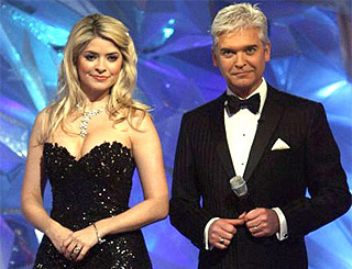 Holly hints about possible sofa spot with 'lovely' Phil Schofield