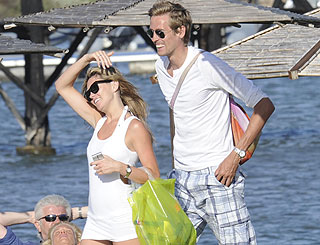 Peter Crouch engaged after popping question on Italy hols