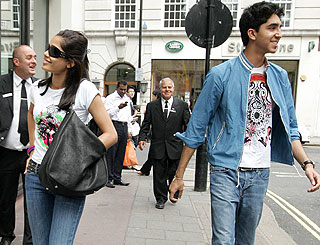Slumdog lovers keep their distance on London outing