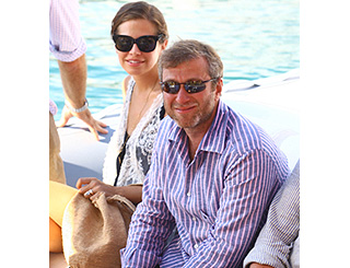 Roman Abramovich and expectant love soak up Italian sun