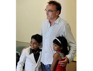 Danny Boyle consoles Slumdog child actor after death of his father