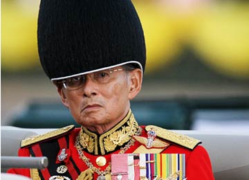 King of Thailand admitted to hospital with fever