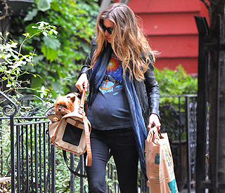 Expectant Gisele Bundchen looks cool in 'rocker' wear