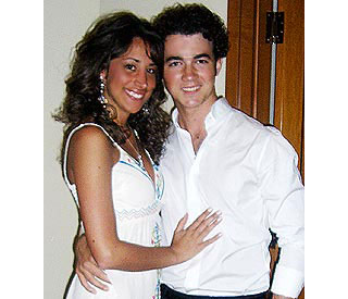 Kevin Jonas picked the right girl says mum