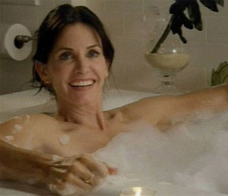 Courteney Cox returns to Cougar after 'family matter'