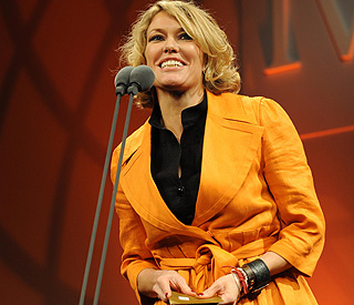 Cerys Matthews gives birth eight weeks early
