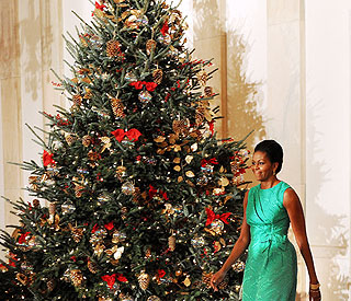 Michelle Obama recycles White House Xmas decorations