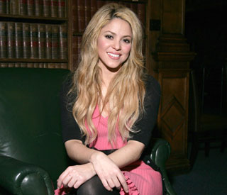 Shakira addresses Oxford University students