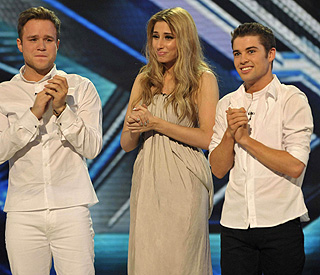 Robbie back on X Factor as finalists hook up with stars
