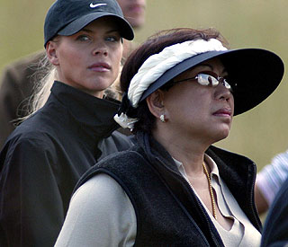 Tiger Woods' mum flies in for crisis talks with son
