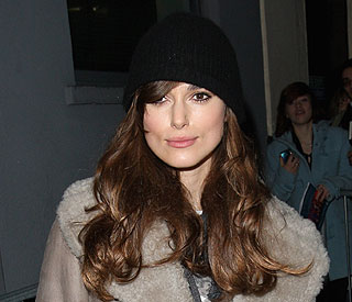 Screen beauty Keira Knightley poised for stage debut