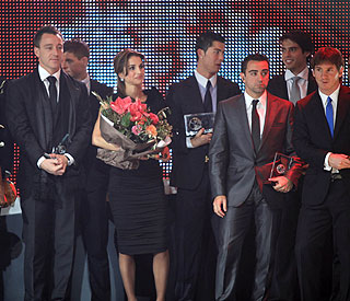 Queen Rania scores goal with football award