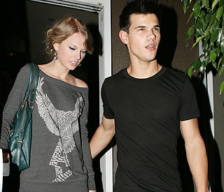 Taylor Swift splits from New Moon's Taylor Lautner