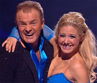 Bobby Davro skates off Dancing On Ice