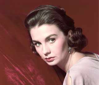 Tributes pour in for 'Guys and Dolls' star Jean Simmons