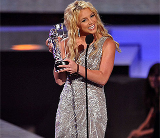 Britney auctioning MTV comeback dress for Haiti