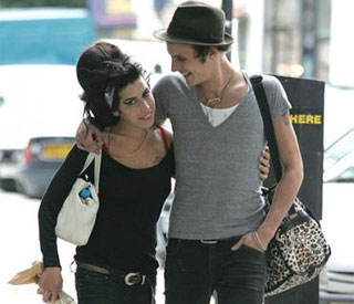 Amy Winehouse's ex jetting to Jamaica to be with her
