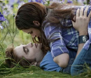 Robert and Kristen's steamy clinch in 'Eclipse' stills