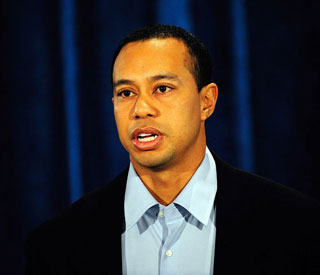 Tiger Woods announces golfing comeback