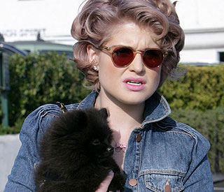 Kelly Osbourne fractures elbow during dog fight