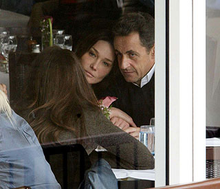 Snuggle time in NYC for Carla and Nicolas Sarkozy