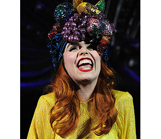 Paloma Faith gets fruity at London gig
