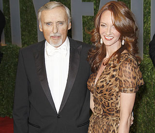 Judge orders Dennis Hopper to pay wife and child