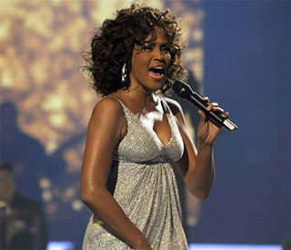 Mixed reaction to Whitney Houston's comeback gig