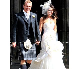 Another win for gold medalist Chris Hoy as he ties knot