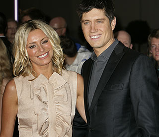 Vernon Kay back on Twitter after text scandal