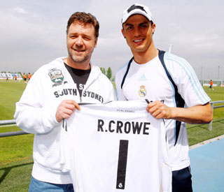 Russell Crowe mingles with Cristiano Ronaldo